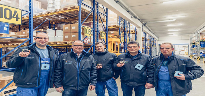 Glass Partner Picavi uses Glass Enterprise Edition for pick-by-vision in warehouses.