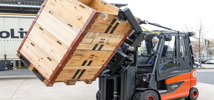 The New KAUP Discharging Device – The non-hydraulic solution for emptying Euro pallets and grate boxes .
