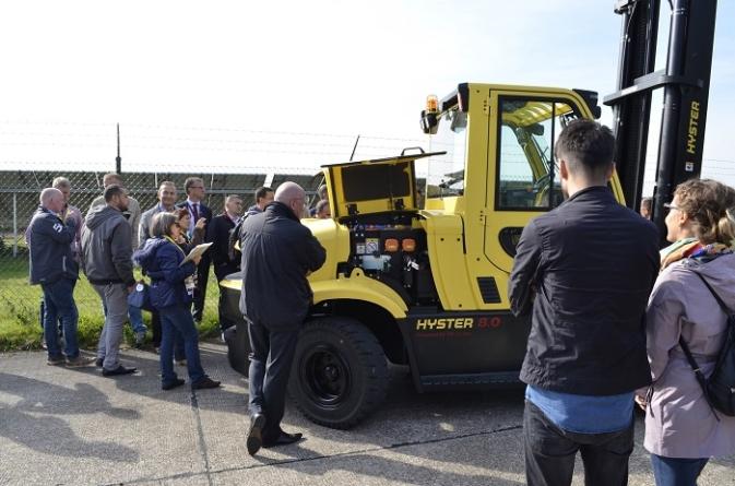 Hyster shows 6-16T lift truck diversity.
