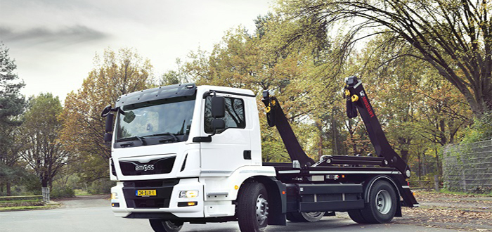 Hiab presents the world's first electric powered MULTILIFT Futura skiploader.