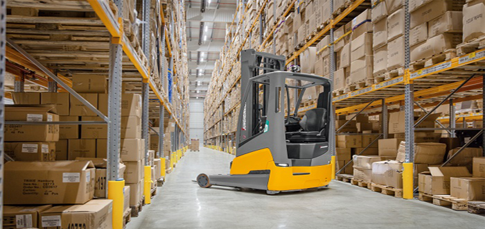 World premiere of the ETV 216i: The world's first reach truck with built-in lithium-ion battery.