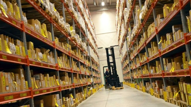 Safety precautions to consider when operating warehouse lifting equipment