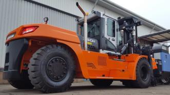 Mills CNC goes for heavy handling with Doosan's gentle giant